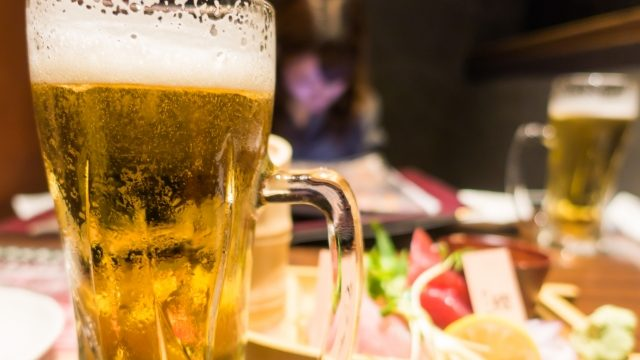 居酒屋で生ビール