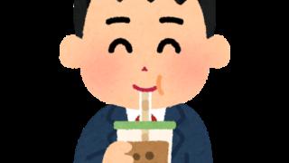 タピオカミルクティーを飲む人のイラスト(男子学生)